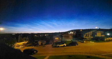Imagen de nubes noctilucentes tomada desde Alberta, Canadá