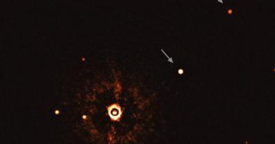 El VLT obtiene las primeras imágenes de dos exoplanetas gigantes orbitando una estrella similar al Sol