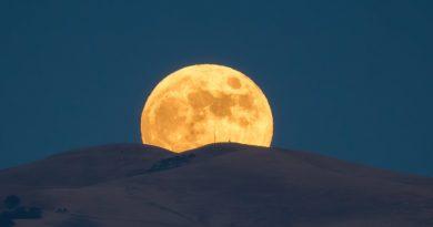 La salida de la Luna llena fotografiada desde Livermore, California