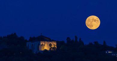 La salida de la Luna llena captada desde Edgewater, Washington