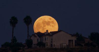 La salida de la Luna llena fotografiada desde San Diego, California
