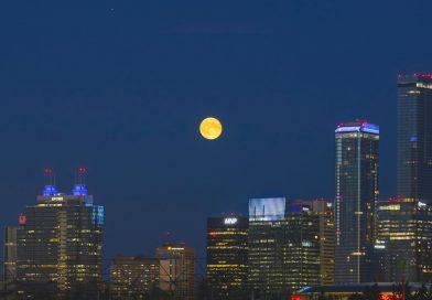 Foto de la Luna llena tomada desde Edmonton, Canadá