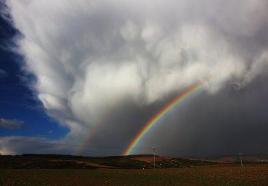 Fotografía de un arcoíris tomada desde Stražovják, República Checa