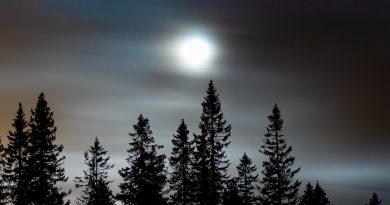 Imagen de la Luna tomada desde Kongsberg, Noruega