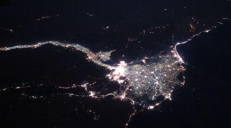 Imagen del río Nilo y El Cairo, Egipto, tomada desde la ISS