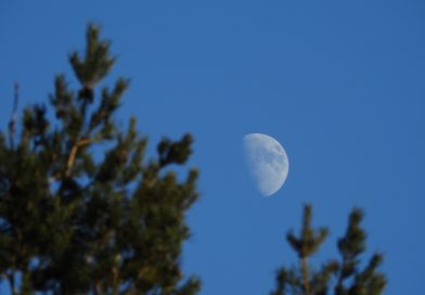 Foto de la Luna tomada desde Midlothian, Escocia
