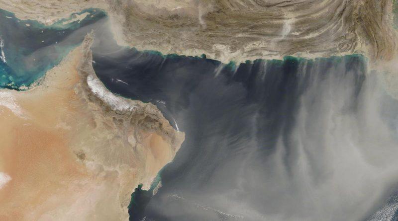 Tormenta de polvo captada sobre el Mar Arábigo