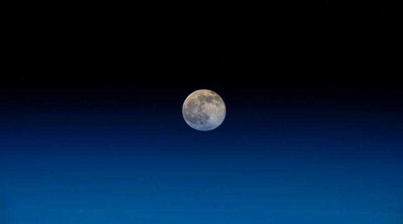 La salida de la Luna captada desde la Estación Espacial Internacional