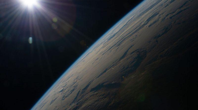 El amanecer sobre el Atlántico Sur captado desde la ISS