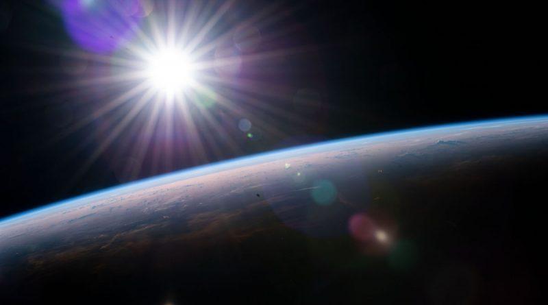 Imagen de la salida del Sol sobre el Atlántico tomada desde la ISS
