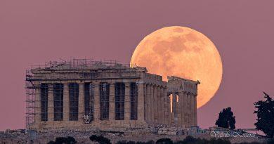 Foto de la Luna y el Partenón (Atenas, Grecia)