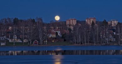 La salida de la Luna fotografiada desde Hagfors, Suecia