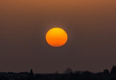 La salida del Sol captada desde Sumirago, Italia
