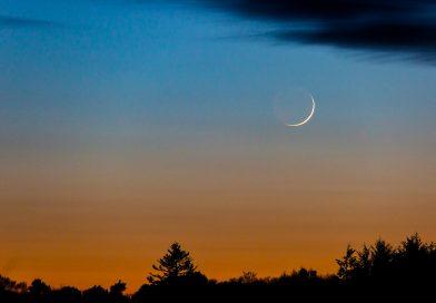 La Luna captada al anochecer en Bishopmill, Escocia