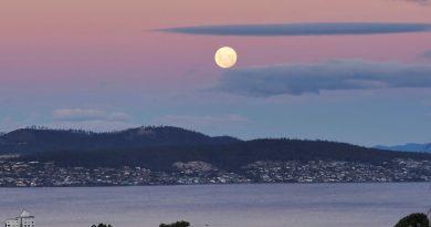 La salida de la Luna captada desde Hobart, Tasmania