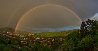 Arcoíris doble captado desde Sajonia, Alemania