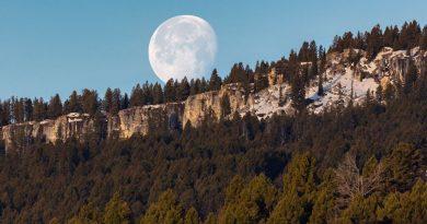 Foto de la puesta de la Luna captada desde Wyoming, Estados Unidos