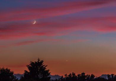 La Luna creciente fotografiada desde Sumirago, Italia