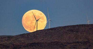 La salida de la Luna llena captada desde Las Vegas, Nevada