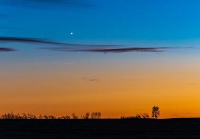 Venus y Antares captados al anochecer en Alberta, Canadá