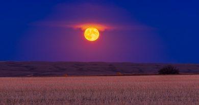 La salida de la Luna fotografiada desde Alberta, Canadá