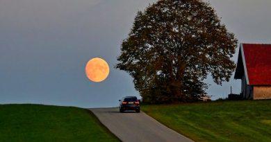 La salida de la Luna captada desde Degerndorf, Alemania