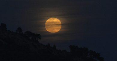 La salida de la Luna captada desde Yunquera, Málaga