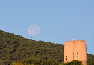 La puesta de la Luna captada desde Yunquera, Málaga