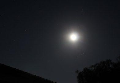 Foto de la Luna, Aldebarán y las Pléyades tomada desde Arenys de Munt, Barcelona