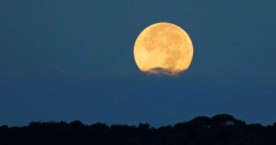 Fotos de la Luna y el atardecer tomadas desde Arenys de Munt, Barcelona